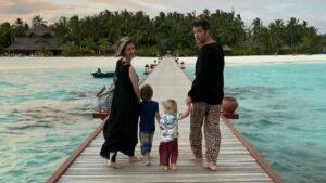 adela-popescu cu familia in maldive