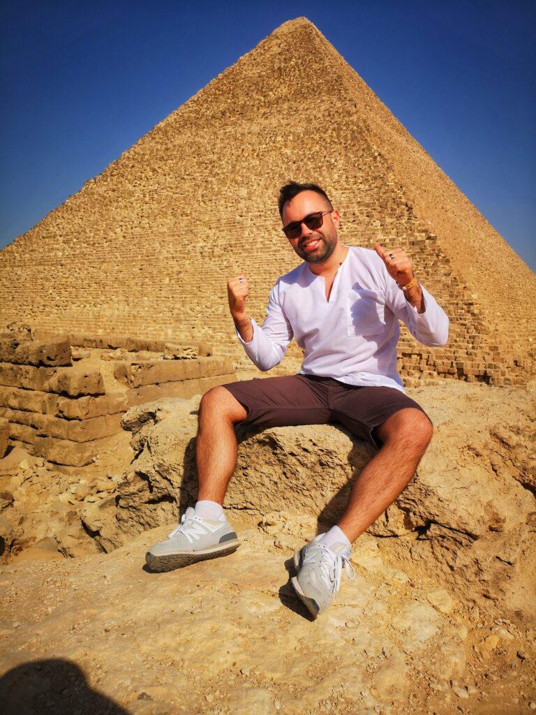 el radu la piramide